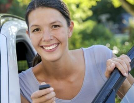 נהגת חדשה שקיבלה רכב עם ביטוח חובה