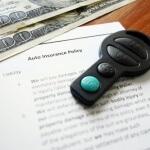 חוזה של ביטוח חובה ומפתח של רכב